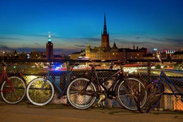 Правительство Швеции дарит жителям велосипеды
